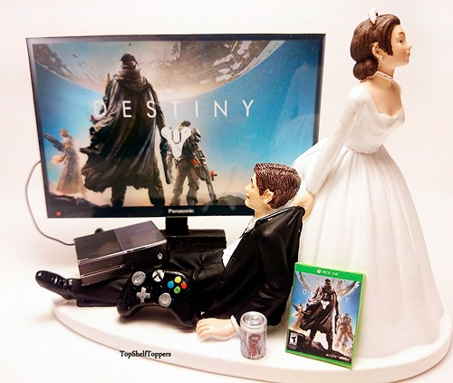 dest_custom_wedding_cake_topper_video_gamer_bride_and_groom_xbox_one_ps4_8e35f681_968133